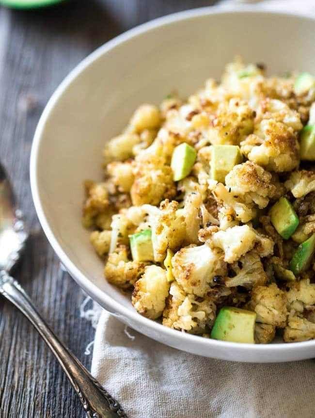 Gerösteter Blumenkohl mit Parmesan und Avocado – ohne kohlenhydrate rezepte