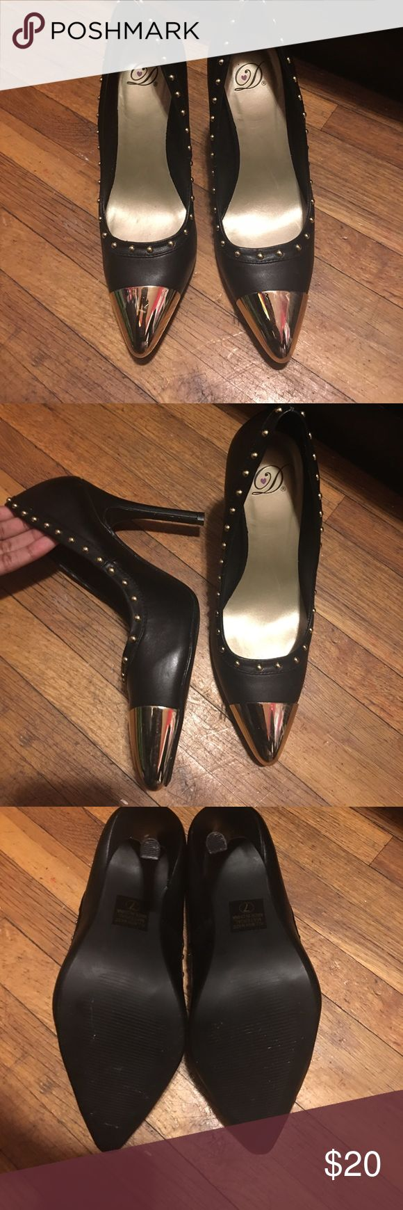 Women's Black and Gold Pumps These are brand-new black and gold women's pointy toe pumps. Originally brought from a boutique store but I've never worn them. They are beautiful shoes and will look great with any black outfit! Unknown Shoes Heels