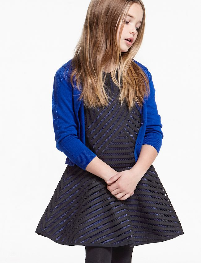 Otro conjunto de vestido con falda de patinadora, muy elegante y con toque de color con una chaqueta preciosa. Me gusta!