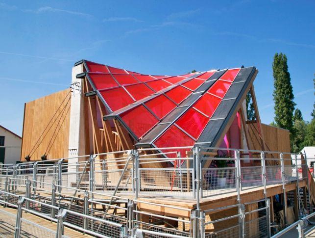 Casa capsula solara primeste energie de la un generator futuristic- Inspiratie in amenajarea casei - www.povesteacasei.ro  http://bit.ly/1qL29v9