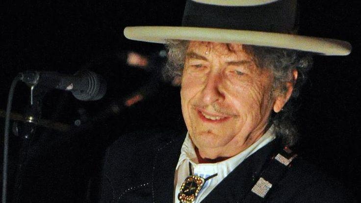 Après des mois de suspense, Bob Dylan a finalement reçu samedi à Stockholm son prix Nobel de littérature lors d'une rencontre à huis clos avec les aca…