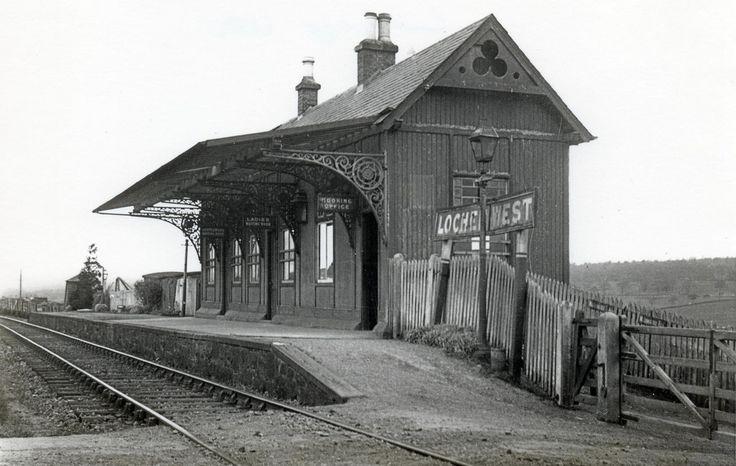 Lochee West Railway Station . Dundee - Baldovan