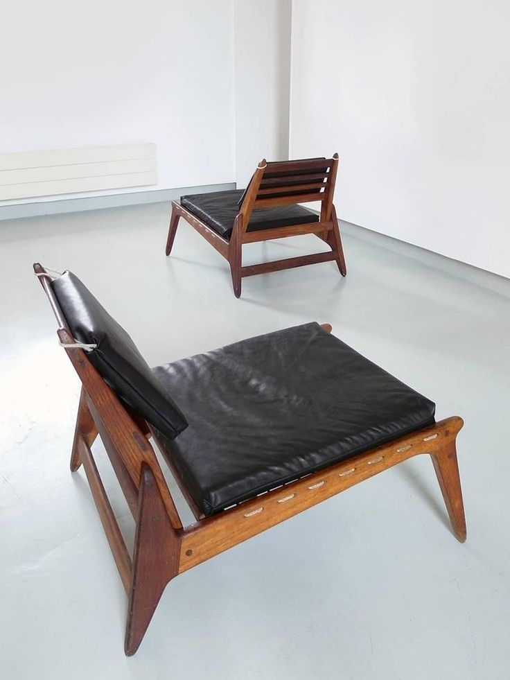 Mid-Century Modern Sculptural Pair of Black Leather Hunting Chairs in Oak, Germany, 1950s For Sale