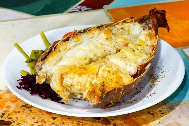 Mit dem Rezept für Ofen gegrillte Hummerschwänze lassen sich besonders feine Köstlichkeiten zubereiten. Einfach ausprobieren!