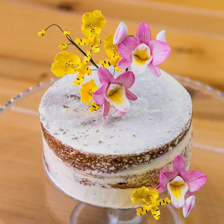 Bolo Semi Naked com orquídeas de açúcar