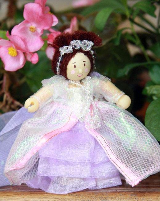 Queen Alice - 10cm toy queen
