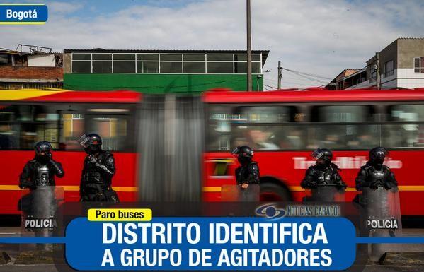 Bloqueos en Bogotá dejan 52 vehículos afectados y 14 personas detenidas  Los capturados han sido por obstrucción en vía pública, daño en bien ajeno y lesiones personales. Además, identificaron a grupo que agitó la protesta. http://bit.ly/1sHLGdv