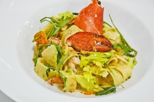 Calamarata all'astice con bagna cauda e parmigiano croccante.        Sapori mediterranei con tocco di Casa Savoia #alchiardiluna #ilmatrimoniochestaisognando #wedding #matrimonio #nozze #bride #sposi #napoli #food #fooddesign