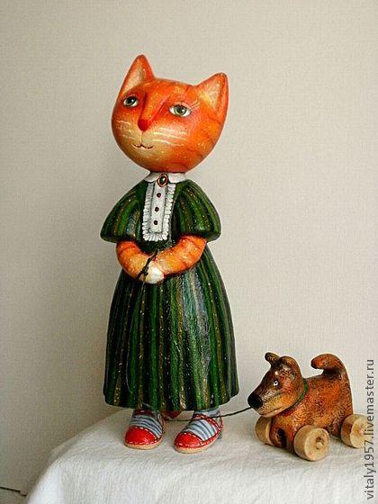 """Игрушки животные, ручной работы. Ярмарка Мастеров - ручная работа Кошка """"Дама с собачкой"""". Скульптура дерево ручная роспись. Handmade."""