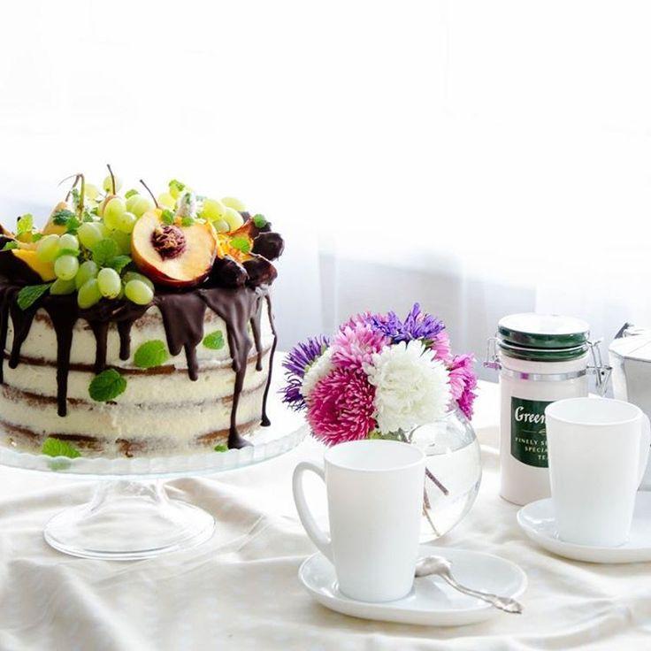 """На минувших выходных был день Рождения у мужа!  Дорогой @diocsin , ещё раз с прошедшим праздником  А этот торт был на нашем праздничном стол. Торт """" колибри """" по рецепту @darkzip  Он восхитительный! #vscocam#vsco#vscofood#vscofoodie#foodie#foodphotography#food#foodphoto#foodporn#foodgasm#bon_app#bon_appetit#dessert#desserts#cake#cakebirthday#birthdaycake#birthday"""