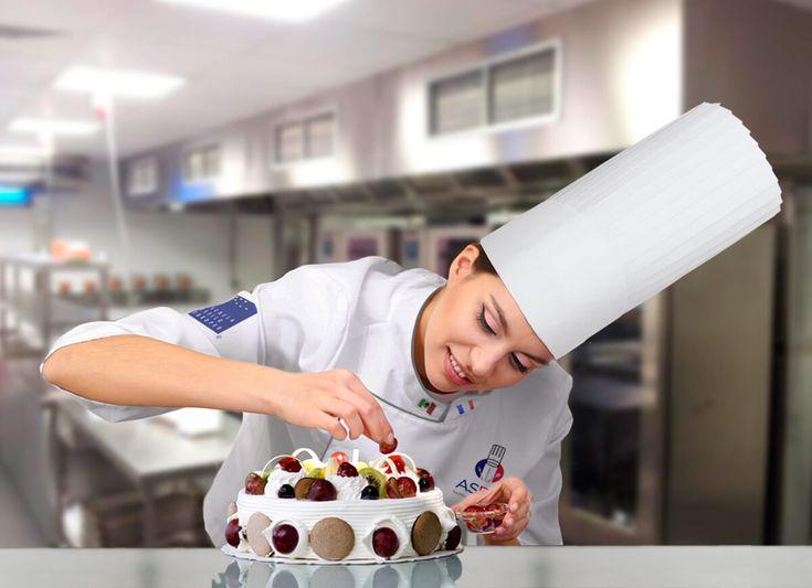 ¿Quieres aprender en una escuela de repostería y de pastelería Estilo Europeo? descubre la especialidad de Chef Pastelero. Solicita informes aquí
