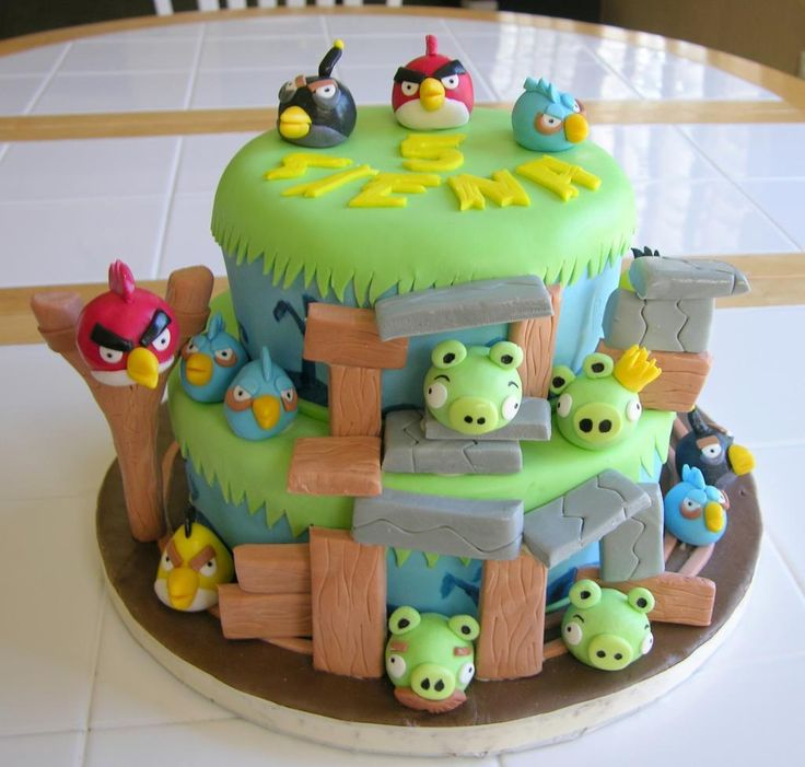 Colorful Angry Birds Cake designs - http://red-velvet-cake.net/colorful-angry-birds-cake-designs/ - Cake Decorating Ideas |