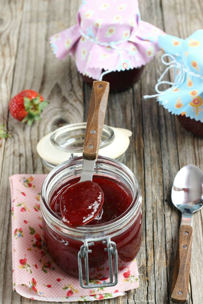 Ribes e Cannella: Confettura di fragole con vaniglia e zenzero