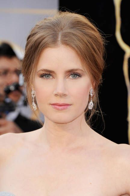 Amy Adams went for a simple, feminine look at the Oscars with pink lips and rosy cheeks
