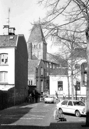 Nederland, Enschede, ca. 1980, het Larinkssticht, geheel rechts net zichtbaar de a van Bioscoop Alhambra. Foto: Je bent een Enschrdeer als..