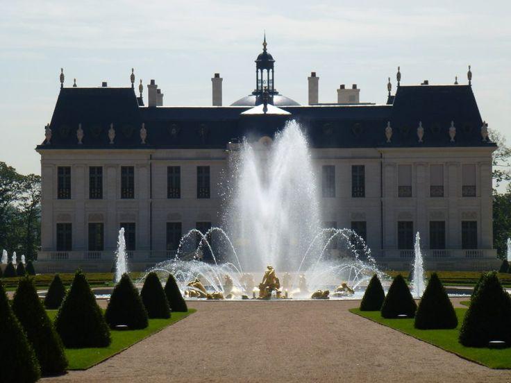 Les 25 meilleures id es de la cat gorie chateau louis sur for Chateau louis 14 louveciennes
