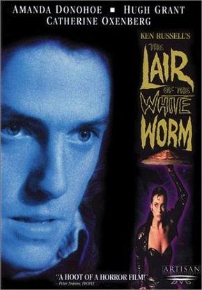 A Maldição Da Serpente (The Lair Of The White Worm) de 1988. Dirigido por Ken Russell. Com Hugh Grant, Peter Capaldi, Amanda Donohoe, Catherine Oxenberg e Sammi Davis.