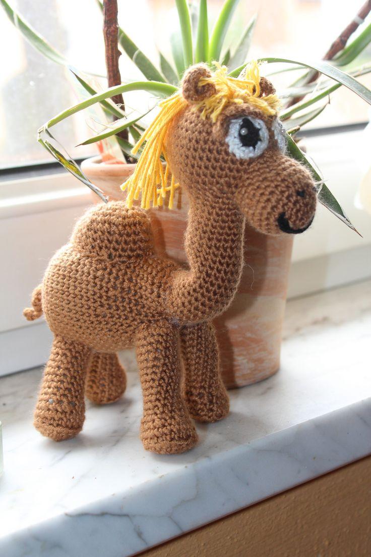 für meine geplante diesjährige Krippe komplett gehäkelt ist der Anfang gemacht - das Kamel ist schon mal fertig. Größe ca. 23 cm