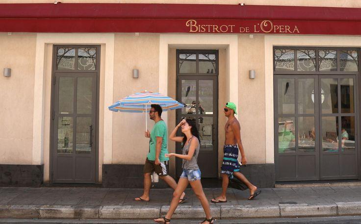 MÉTÉO - Une nouvelle vague de chaleur s'abat sur l'Hexagone. Le sud-est de la France est particulièrement concerné. Cet épisode devrait s'achever avec des orages attendus au cours du week-end.
