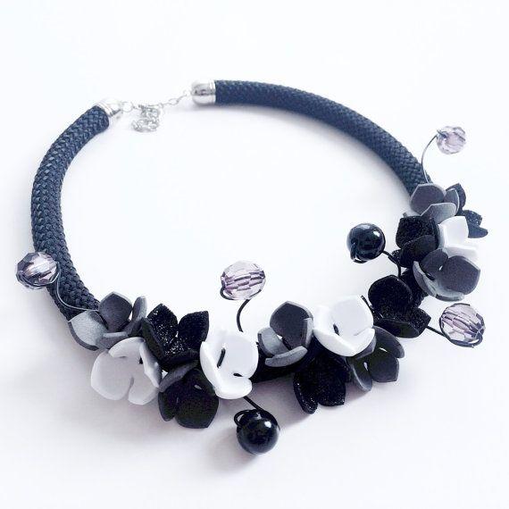 Collana fiori d'autunno corda perle cristalli fiori di NoxCreare