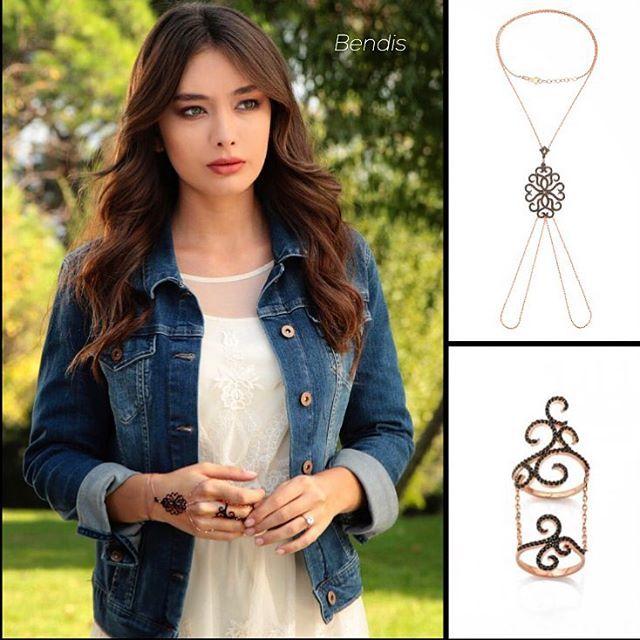 #mulpix Biran önce akşam olsuuun!!! #karasevda başlasııın!!! #❤️❤️❤️❤️❤️ Nihan'ın şahmeran ve yüzüğü Lidyana'da Bendis markamızda! #Bendis #bendistaki #karasevda #endlesslove @lidyanacom #harem #şahmeran #yüzük #rings #bracelet #fashion #jewelry #trend #style #joya All Nihan's jewellry in todays Kara Sevda is at bendistaki.com!!!