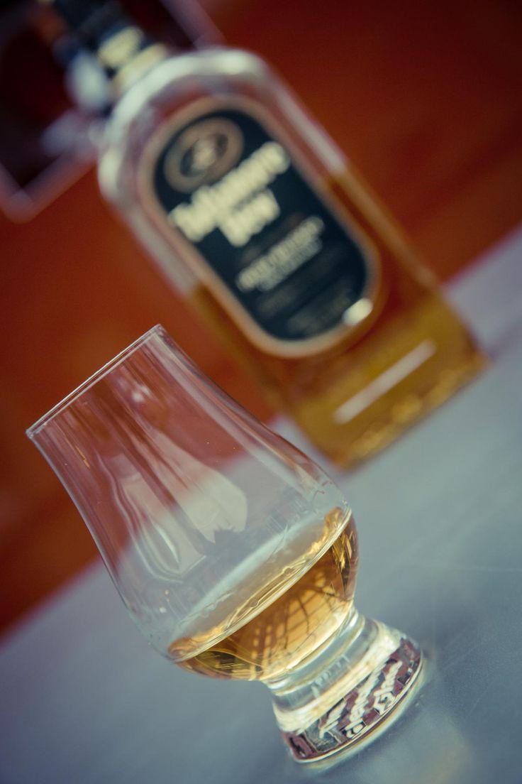 🌐 Get this free picture Clear Brandy Glass Near Wine Bottle    🆗 https://avopix.com/photo/46521-clear-brandy-glass-near-wine-bottle    #glass #perfume #liquid #drink #alcohol #avopix #free #photos #public #domain