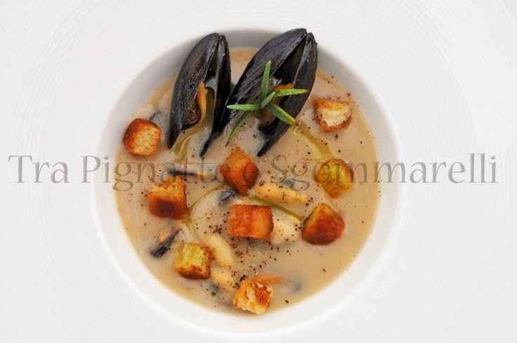 Crema di fagioli del purgatorio con cozze e pane croccante all'aglio
