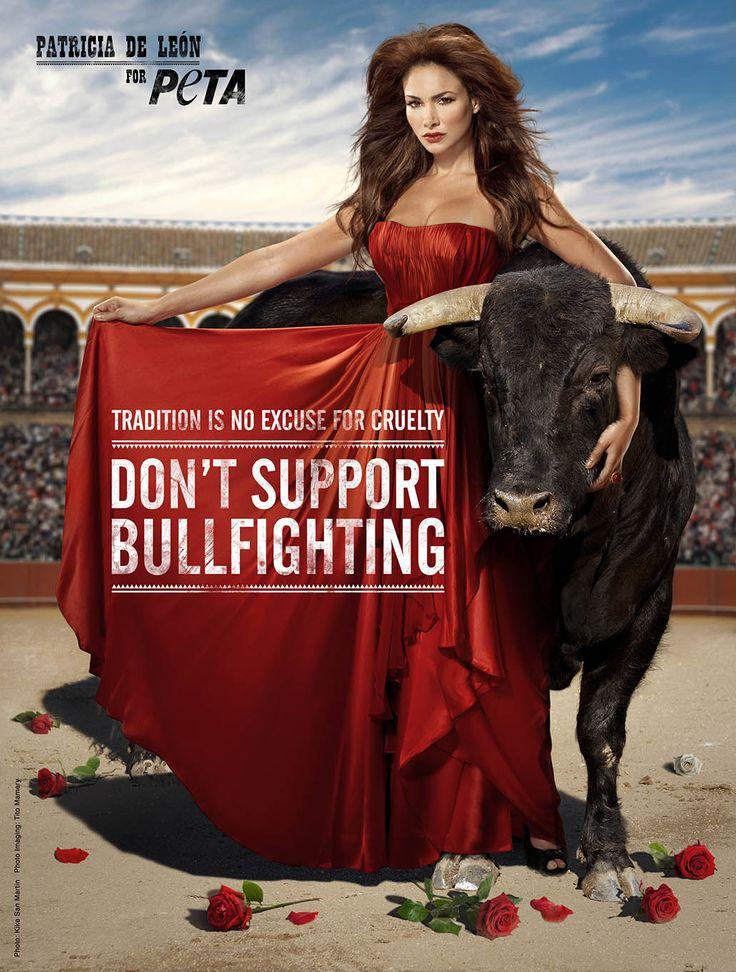 Poster van de internationale dierenwelzijnsorganisatie PeTA met de Panamese actrice Patricia de Léon. Het bijschrift luidt: 'traditie is geen excuus voor wreedheid, steun het stierenvechten niet!'. Foto © PeTA