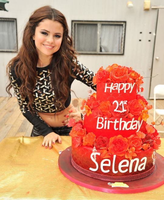 Beautiful beauty Selena Gomez I love her makeup and hair
