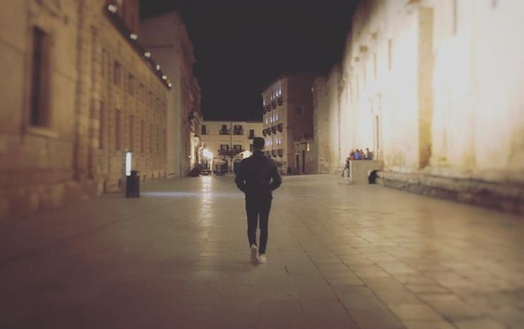 """""""E se ne andòlontano nel cuore della notte"""" #Siracusa #Ortigia #Snapseed #shotoniphone6s"""
