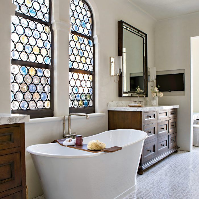 A La Jolla Home Becomes An Elegant Inviting Retreat Luxe Interiors Design Luxe Interiors Glass Bathroom Spanish Style Homes
