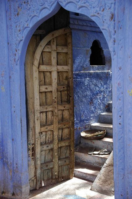 JAI Karauli in Rajasthan - wooden door on blue house with stairs | Photographer Manfred Leiter