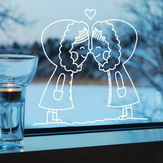 Lieve #raamtekening van een meisje en jongetje in de sneeuw elkaar een Eskimo kusje gevend.