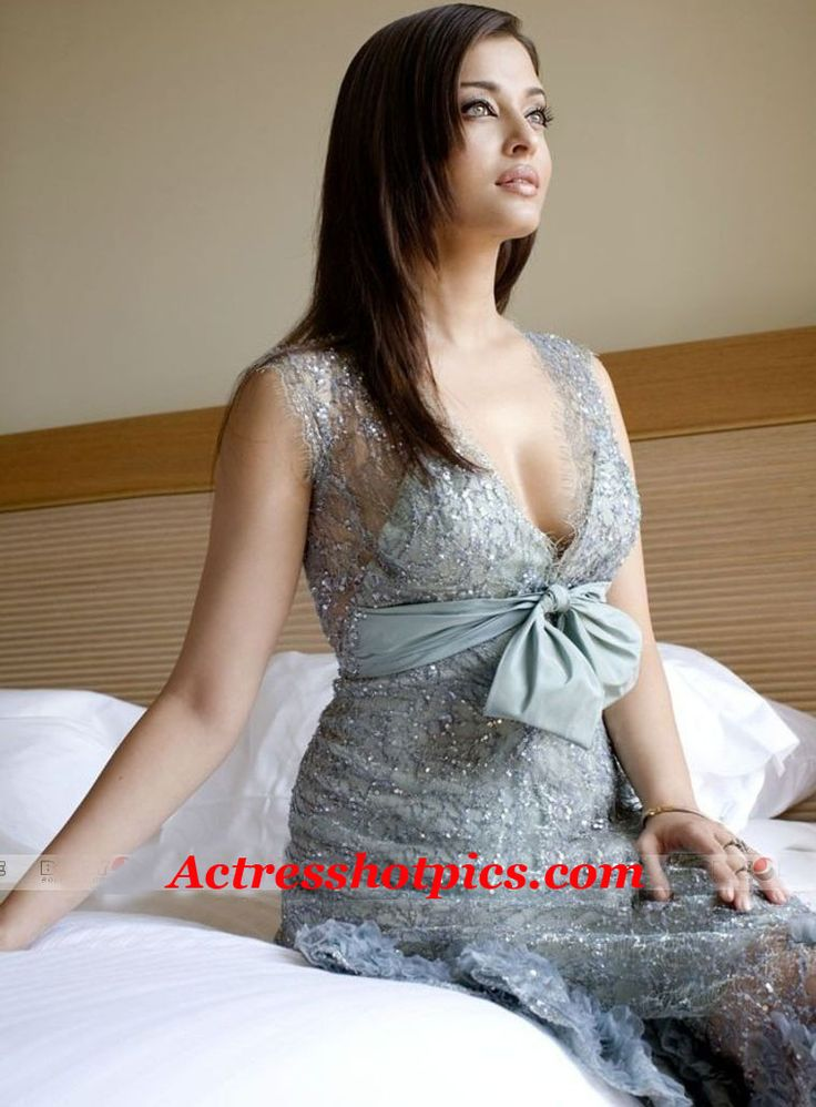 Aishwarya-Rai-Sexy-Cleavage-Shows-Pics  Aishwarya Rai And Rai-5590