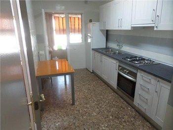 #Vivienda #Lleida Piso en alquiler en #Lleida zona INSTITUTS - PASSEIG RONDA - ALCALDE ARENY - Piso en alquiler por 600€ , 4 habitaciones, 90 m², 2 baños, amueblado, con ascensor, suelos de terrazo, calefacción central incluida