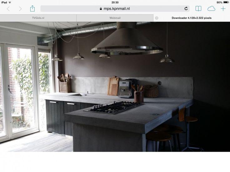 keuken - Een ongebruikte logeerkamer omgetoverd tot woonkeuken. Leukste van al is dat het helemaal een eigen ontwerp is, samengesteld voor 75% met spullen van marktplaats. Dit alles gemaakt door de handige man van een vriendin.