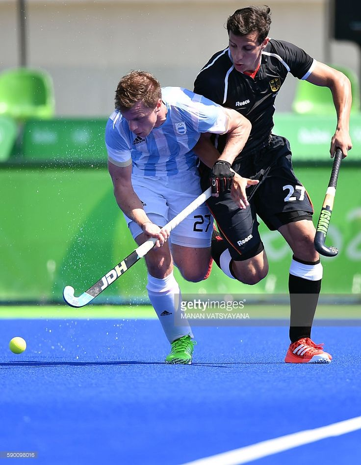 Argentina's Lucas Rossi (L) vies with Germany's Timur Oruz during the men's semifinal field  (795×1024)
