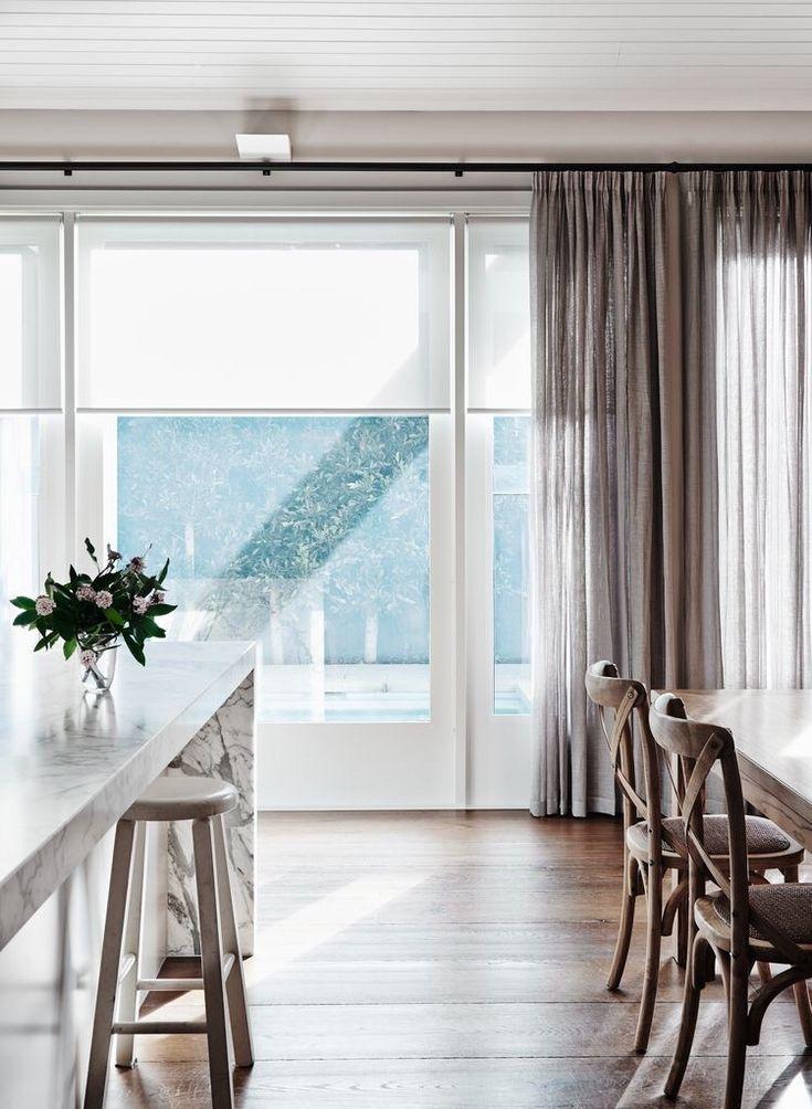 Gardiner…Bilder: Pinterest … ger en ombonad, mysig känsla i ett rum med stora fönsterpartier. Framför allt bromsar det flödet av energier som annars kan upplevas som att de rusar och och det kan bli svårt att få till mysfaktorn.Hitta hem … beroende på dess användningsområde, kan skapa oanade effekter. Bland…