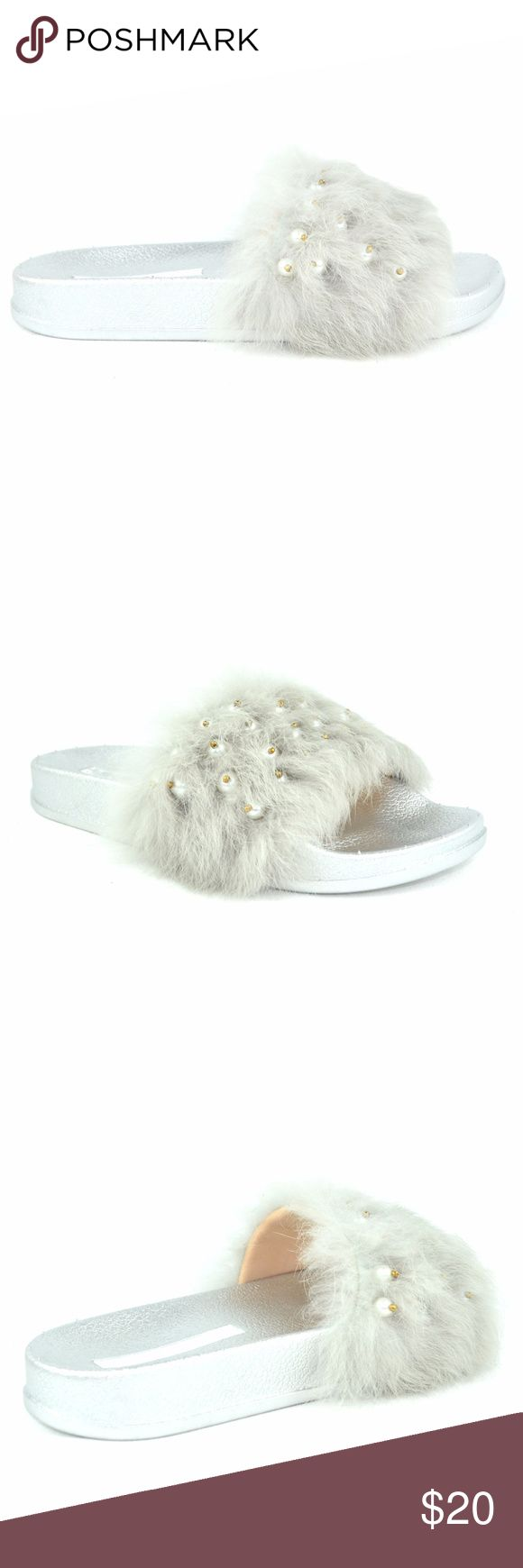 "Women's Silver Flip Flop Flat With Pearls on Furry Synthetic Imported Rubber sole Platform measures approximately 1.00"" Open Toe Pearls on Furry Women's Fashion Flip Flop Approx 1.5 Heel Height Chase & Chloe Furry-5 Chase & Chloe Shoes Flats & Loafers"
