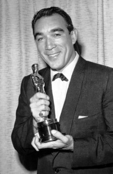 "1956 Anthony Quinn with Best supporting actor Oscar for ""Lust for Life"""
