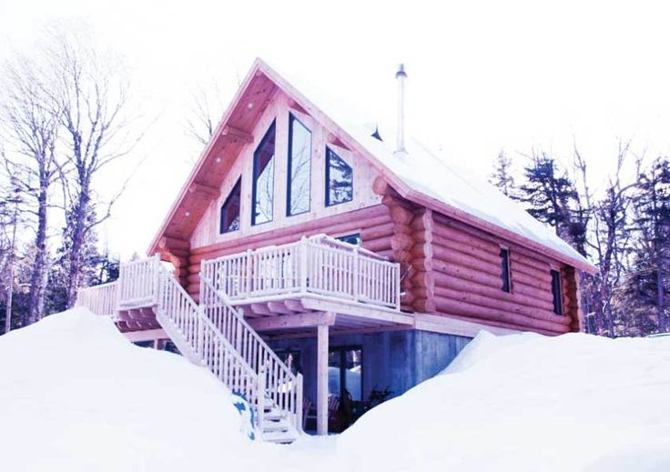 Chalet en bois rond et hiver, n'est-ce pas magnifique! #chalet #quebec #travel #voyage #massif #ski ------------------------  http://www.lacavaleuse.com/portfolio/un-chalet-au-massif/