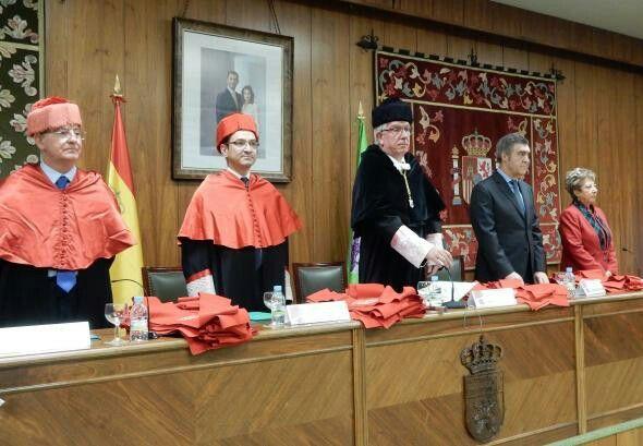 Celebrada la festividad de San Raimundo de Peñafort y el acto de graduación de la Facultad de Derecho de la ULE