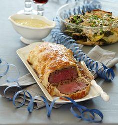 Indbagt oksemørbrad med pebersause og kartoffel-spinat-fad er en lækker ret. Find opskriften her.