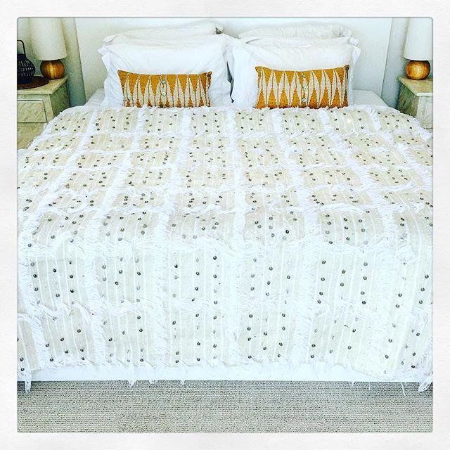 White Handira.... Brand new.  #handira #bohohome #bohoinspo #interiorideas #interiorinspo #interior #instagood #instalike #instalove #whitehouse #whitebedroom #whiteinterior #whiteinteriors #rustic #rustichome #rusticdecor #rusticbedroom #bohobedroom #moroccanweddingblanket