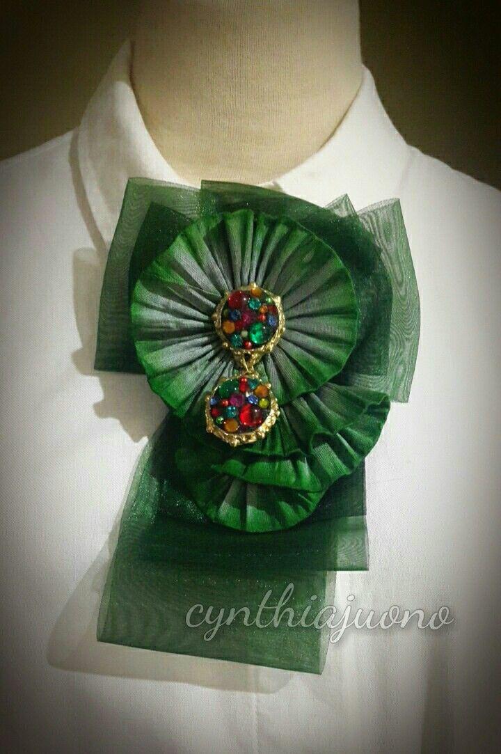 Sheer ribbon brooch