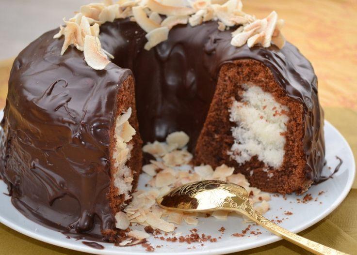 Σοκολατένιο κέικ με γέμιση καρύδας
