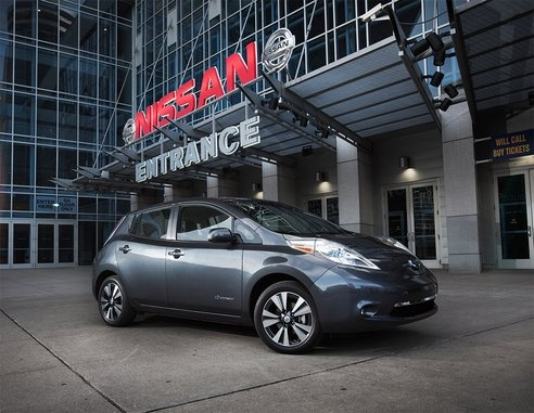 The 2013 Nissan LEAF electric car is getting a massive price cut!