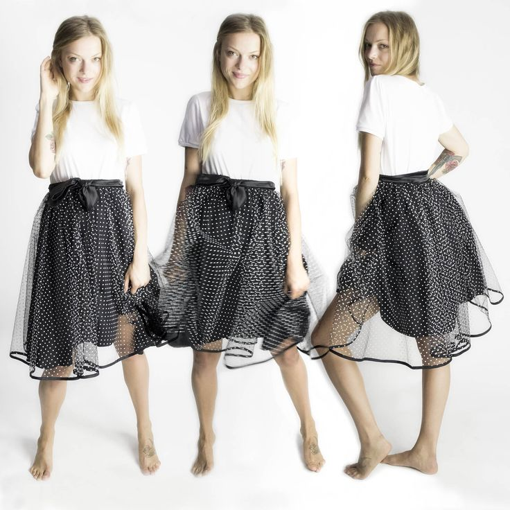 Add volume, texture and movement to your outfit with this tulle midi skirt. By Chrystal