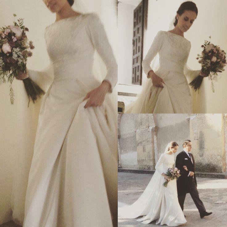 Novias Manuel de Vivar Alta Costura Madrid, bodas vestidos clásicos , volumen , vestidos de creo, vestidos de brocado