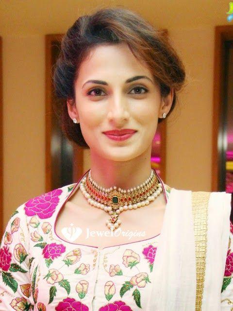 jewelorigins.com-Indian Designer Gold and Diamond Jewellery,Indian Bridal Jewellery: Shilpa Reddy in Uncut Diamond Choker